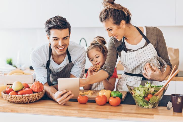 rodina v kuchyni